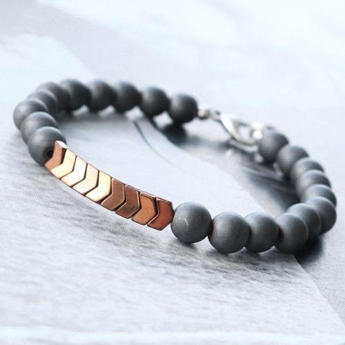 Wauw, deze modern-minimalistische sieraden met hematite kralen zien er top uit, maak jij een setje voor hem of voor haar?