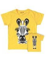 Geel t-shirt met een zebra van het Franse merk Coq & Pâte en het design is van Mibo. Aan de achterkant van het shirt zie je de achterkant van het zebra.  De kleding en tassen van Coq & Pâte zijn gemaakt van GOTS gecertificeerd biologisch katoen