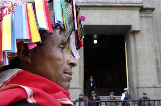 La Constitución se traduce a 10 lenguas indígenas