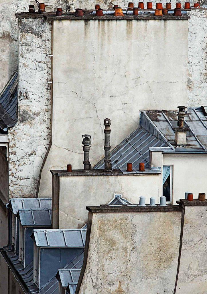 O fotógrafo alemão Michael Wolf retrata a simbólica e nem sempre percebida geometria dos telhados de Paris.