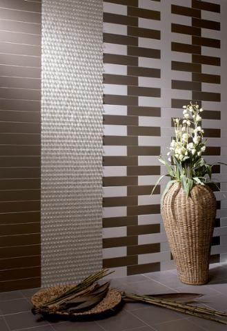Bonitos detalles en tonos tierra que decoran un baño diseñado con la serie #ChicColors.