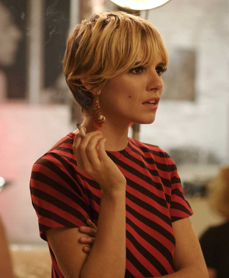 Sienna in Factory Girlz: Sienna Miller, Edie Sedgwick, Shorts Haircuts, Factories Girls, Style Icons, Hair Style, Siennamiller, Girls Hair, Shorts Hairstyles