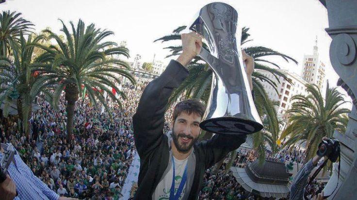Hoy Dani Díez cumple 24 años, ese espigado mocetón nacido en 1.993, producto de la cantera tanto del Estudiantes como del Real Madrid (3 años de su formación en cada uno de ellos) ha encontrado su sitio en un sitio muy diferente y que le ha dado esa consagración que tanto busca un jugador, el Unicaja Málaga, ese equipo del sur que se ha proclamado campeón de la Eurocup.