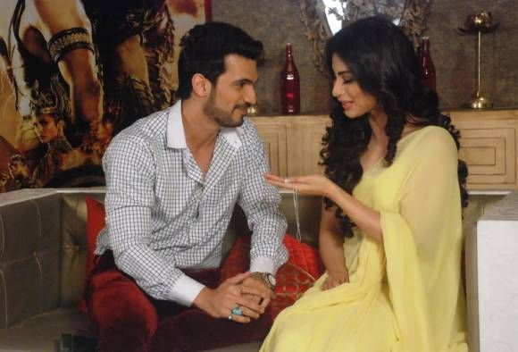 Naagin's Ritik gifts something special to 'Shivanya' inspired from Gerard Butler's film!