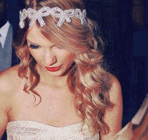 taylor swift boho hippie headband hairstyles