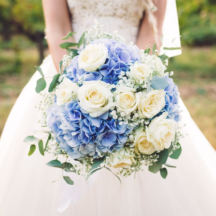 les 25 meilleures id es de la cat gorie bouquets de mariage bleu sur pinterest fleurs de. Black Bedroom Furniture Sets. Home Design Ideas