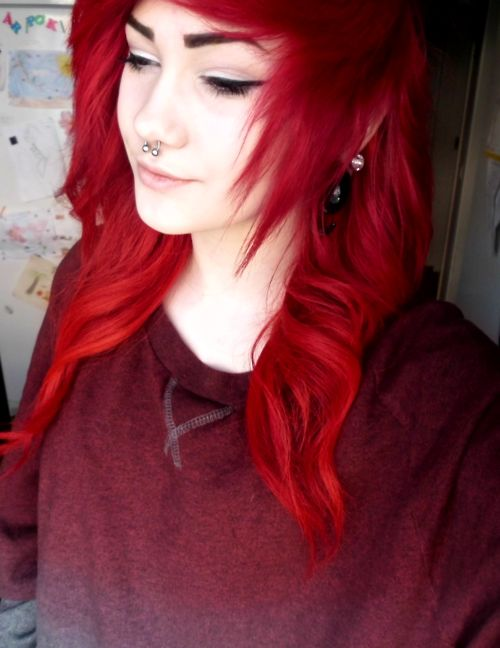 Pretty red scene hair