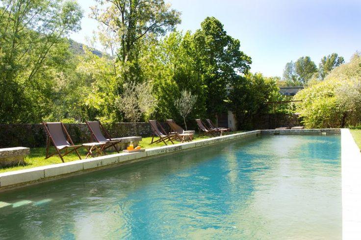 La piscine, un bassin de nage ourlé de pierre (18mX4,5m)