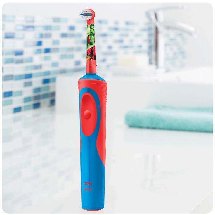 Oral-B CLS Vitality Kids Avengers Elektrische Tandenborstel De Oral-B Stages Power Kids elektrische tandenborstel met Averngers-figuren plaatst de macht in de handen van uw eigen ontluikende superheld. Deze oplaadbare elektrische kindertandenborstel heeft extra zachte borstels voor jonge monden en is geschikt voor de Disney MagicTimer App van Oral-B. Download de app om uw kinderen te helpen de twee minuten die door tandartsen wordt aanbevolen te poetsen en zo goede poetsgewoonten aan te…
