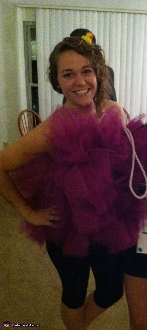 Suzanna: I decided to dress up as a loofa this Halloween! I got the idea off of pinterest where they had a step by step tutorial on how to make it....