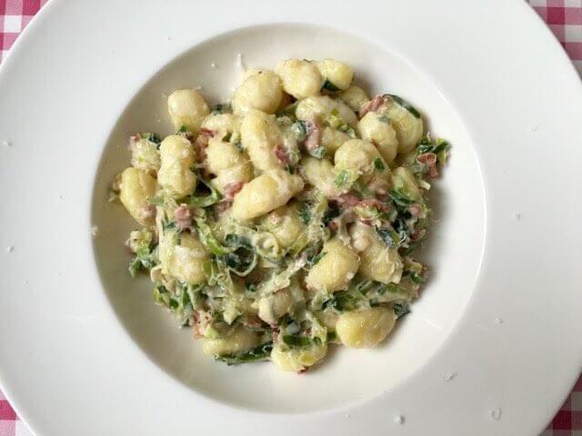 Gnocchi met prei, spek en room | Het lekkerste recept vind je op Alles Over Italiaans Eten