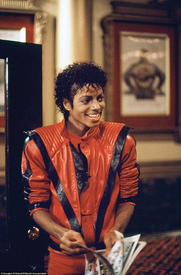 INDUMENTÁRIA | HISTÓRIA DA MODA | 1980 | Michael Jackson