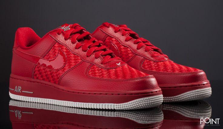 Zapatillas Nike Air Force 1 '07 LV8 Rojo Blanco, contamos con uno de los clásicos retro más importantes de la marca norteamericana #Nike, el fabuloso #AirForce1, en esta ocasión presentado en una combinación de color muy llamativa, fabricado con materiales de gran calidad, visita nuestra #TiendaOnLine #ThePointSelectedSneakers: http://www.thepoint.es/es/zapatillas-nike/1774-zapatillas-hombre-nike-air-force-07-lv8-rojo-blanco.html