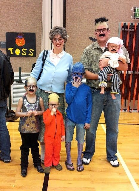 The Best Family Costume: Six Tobias Fünkes (I'm still laughing - I so wish I had thought of this!)
