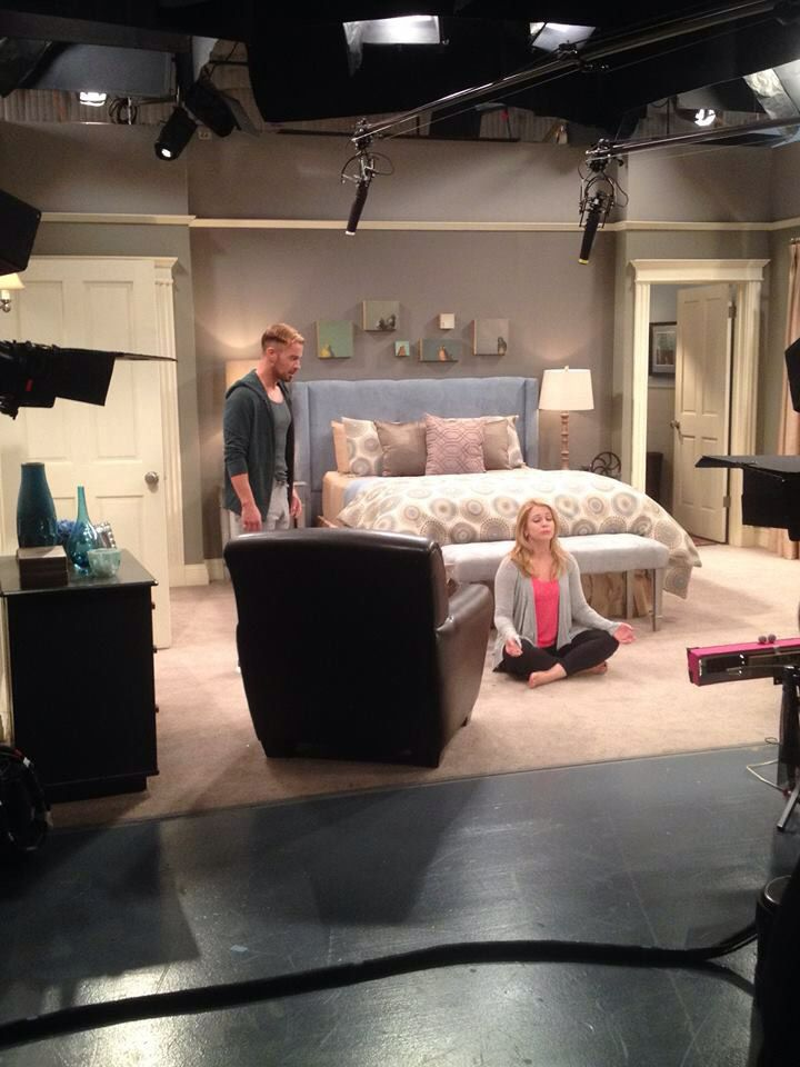 Melissa And Joey In The Bedroom Bedroom Home