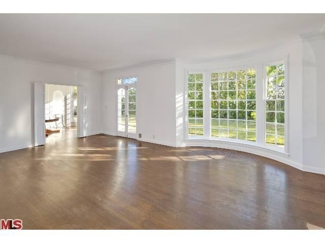 The Bay Windows, interior. 8555 HEDGES Pl Los Angeles, CA 90069