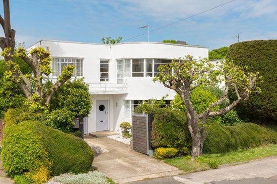 On the market: 1930s Oliver Hill-designed art deco property in Frinton-on-Sea, Essex on http://www.wowhaus.co.uk