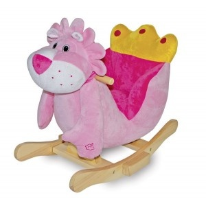 Houten Hobbelpaard Lion Emma is een hobbelpaard voor de kleine prinsesjes als je op zijn armpje drukt maakt hij lieve geluidjes.