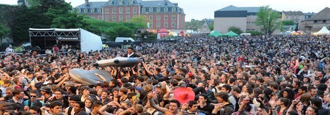FIMU : chaque année, depuis 1986, durant le week-end de la Pentecôte, la Ville de Belfort et les étudiants de l'Aire urbaine organisent le Festival International de Musique Universitaire (FIMU).