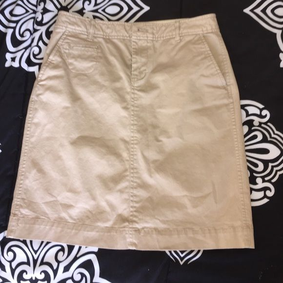 Old Navy skirt Old Navy skirt. Khaki size 4 ( must have) Old Navy Skirts Mini