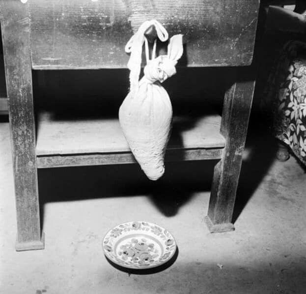Csepegő túrószacskó. 1965.