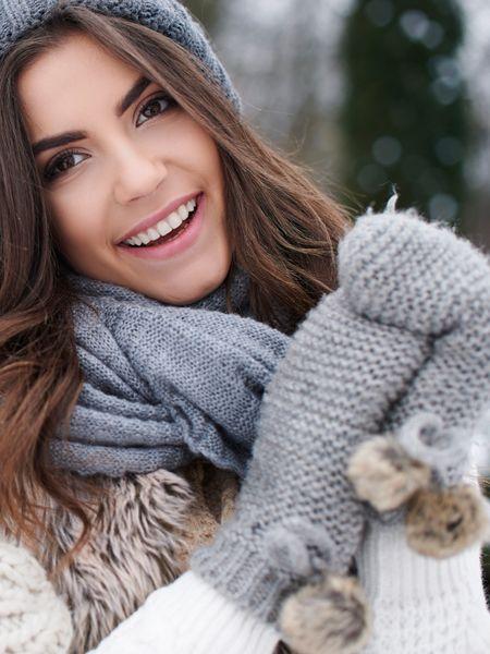 Sie haben ständig kalte Hände? Wenn die Tage kälter werden, ist das fast normal. Aber kalte Hände können auch ernst zu nehmende Ursachen