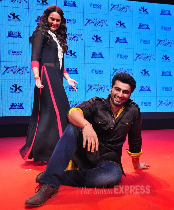 Sonakshi Sinha and Arjun Kapoor pose for the shutterbugs at 'Tevar' trailer launch event.