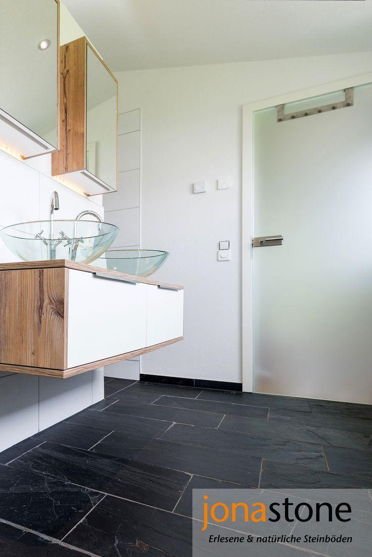 Badezimmer  Einrichtung Mit Natürlichen Materialien: Holz Ergänzt  Schieferfliesen In Satter, Dunkler Farbe Und