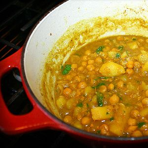 Curry Channa (Chickpeas) With Aloo Recipe. | CaribbeanPot.com