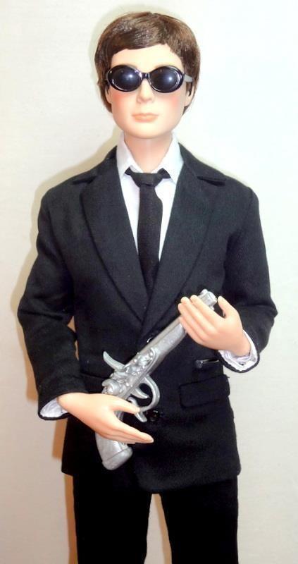 "MIB Men in Black Dr. Sheldon Cooper Big Bang Theory Tonner Figure 17"" Doll Stand | eBay"