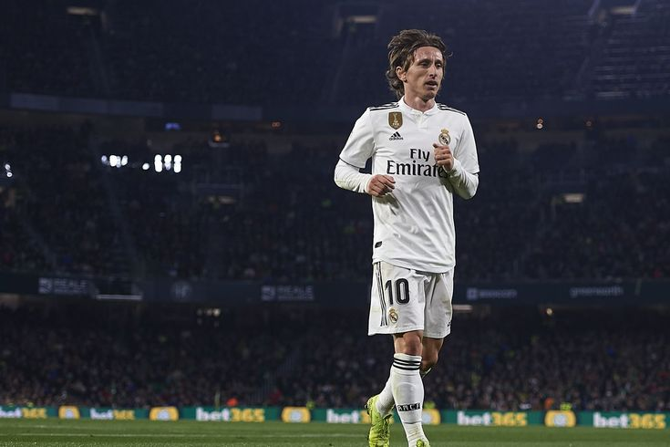 CONFIRMED lineups: Real Madrid vs Sevilla 2019 La Liga Real Madrid published their starting XI for the upcoming home match against Sevilla in La Liga. Real Madrid starting XI: Courtois; Carvajal Varane Ramos Reguilon; Modric Casemiro Ceballos; Vazquez Vinicius Benzema. Sevilla starting XI (To Be Confirmed): Vaclik; Gnagnon Kjaer Gomez; Banega Navas Escudero Sarabia Mesa; Ben Yedder Silva. This is an important game for Real Madrid after their away win against Betis last weekend. Solaris men should try to avoid dropping points in order to at least gain momentum even if they are not performing very well recently and that they will also be without some key players who are recovering from their injuries. HOW TO WATCH STREAM LA LIGA Date: 01/19/2019 Time: 16:15 CEST 10:15am EST 07:15am Pacific. Venue: Santiago Bernabeu Madrid Spain. Available TV: BeIN Sports (USA) BeIN La Liga (Spain). Available Streaming: BeIN Sports (USA) Fubo.TV (EVERY Real Madrid game with a high-quality and legal stream click here to sign up and benefit from a discount for new members).