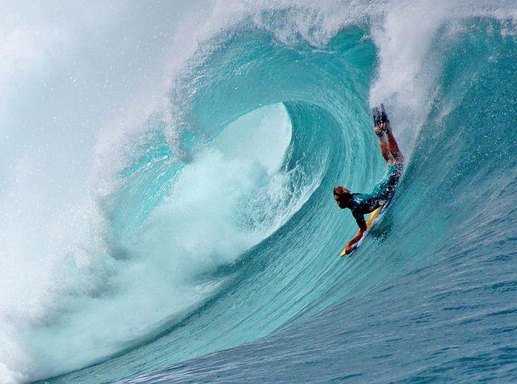 waimea bay shorebreak bodyboarding