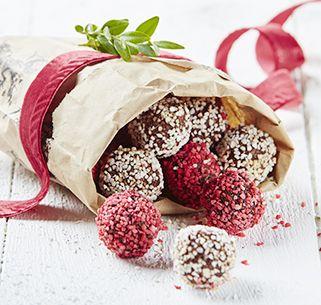 Weihnachtliche Gewürze, Kaffee und Haferflocken geben diesen unwiderstehlichen Schokokugeln ihr besonderes Aroma. Sie sind übrigens auch ein tolles Mitbringsel.