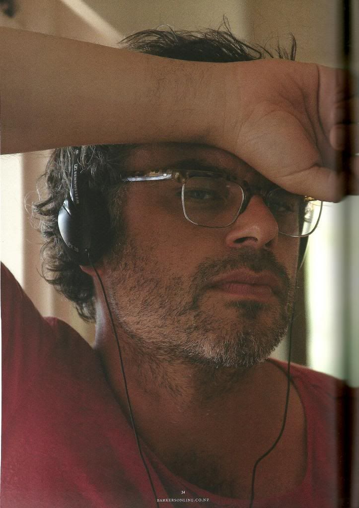 """Jemaine Clement Directing an episode of """"Short Poppies"""" with Rhys Darby."""