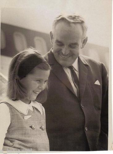 1966 Prince RAINIER III & Princesse Caroline aéroport