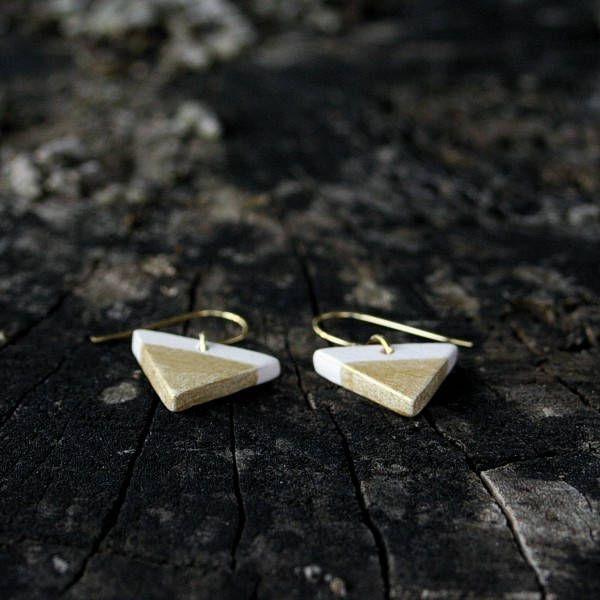 Mini triangle silver ceramic earrings by Brekszer on Etsy