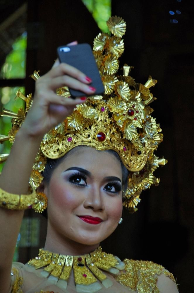 "Selfie,.. ""pok neh,.."",.... by arthamade"