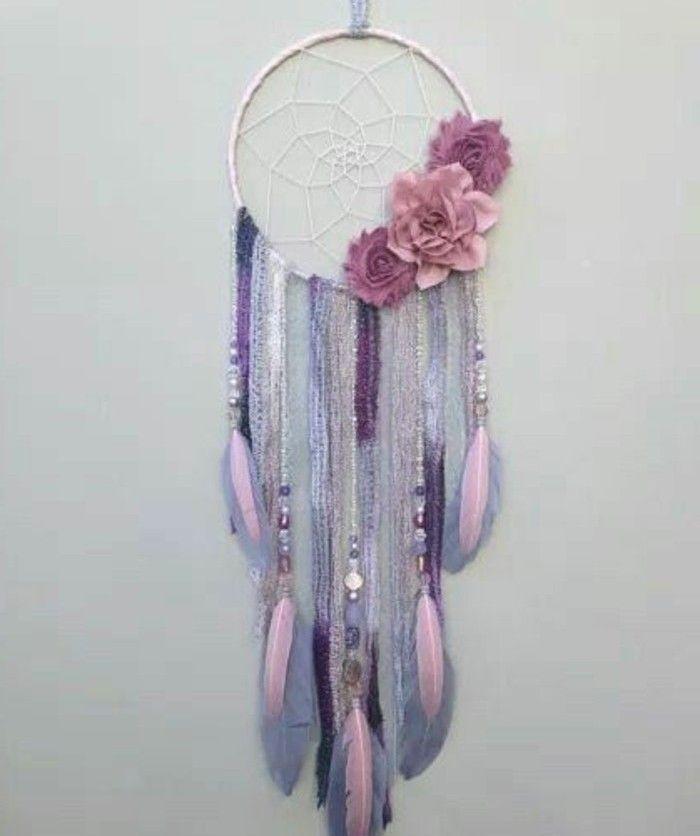 nuances rose et violet, modèle capteur de rêve très doux, décoration géniale