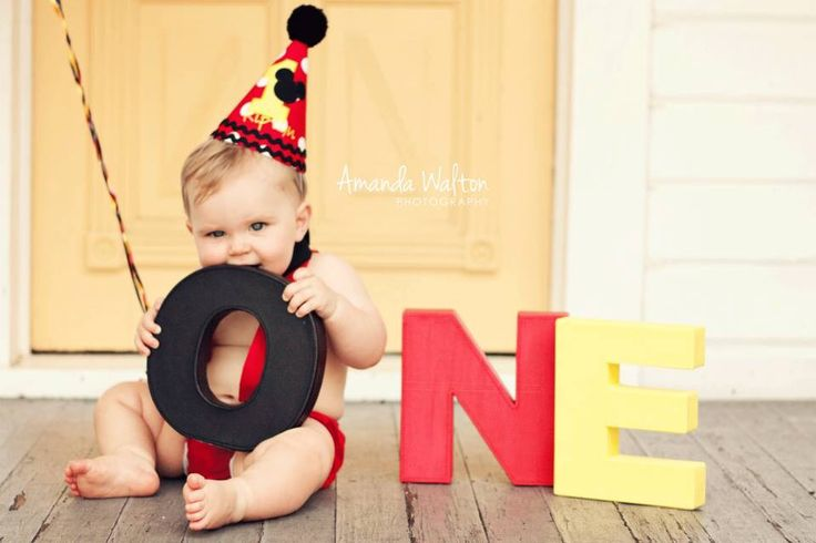 Mickey Mouse smash cake first birthday photography #mickeymouse #cakesmash…