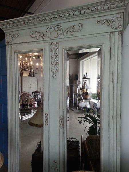Aqua Provence Mirrored Armoire. Ek kan self die detail opsit. Hou van die spieels.