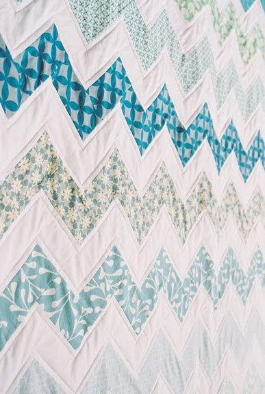 Zigzag quilt..love the colors: Zig Zag, Chevron Quilts, Colors Combos, Quilts Patterns, Baby Quilts, Zigzag Quilts, Design, Quilts Tutorials, Blue And White