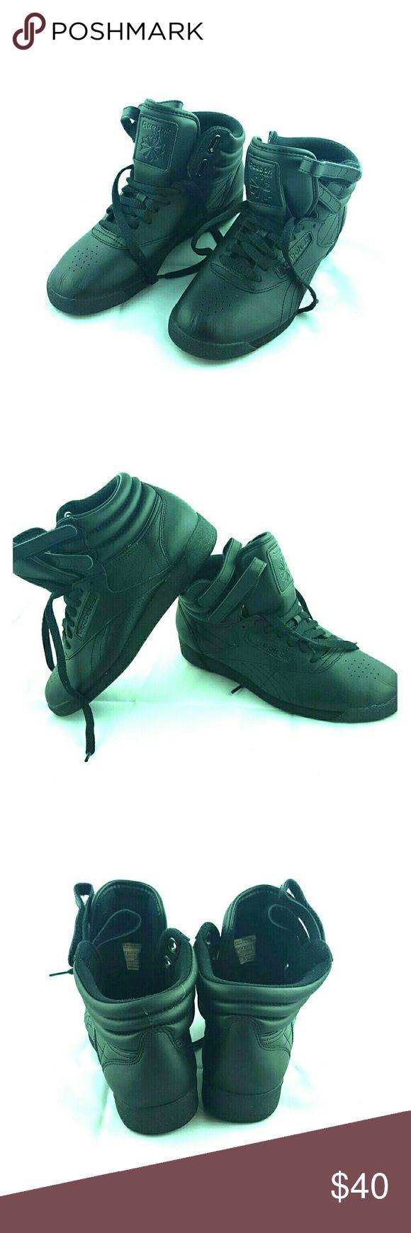 Reebok high top size 7 Pre-own Reebok classic high top women's Size 7 Reebok Shoes Sneakers