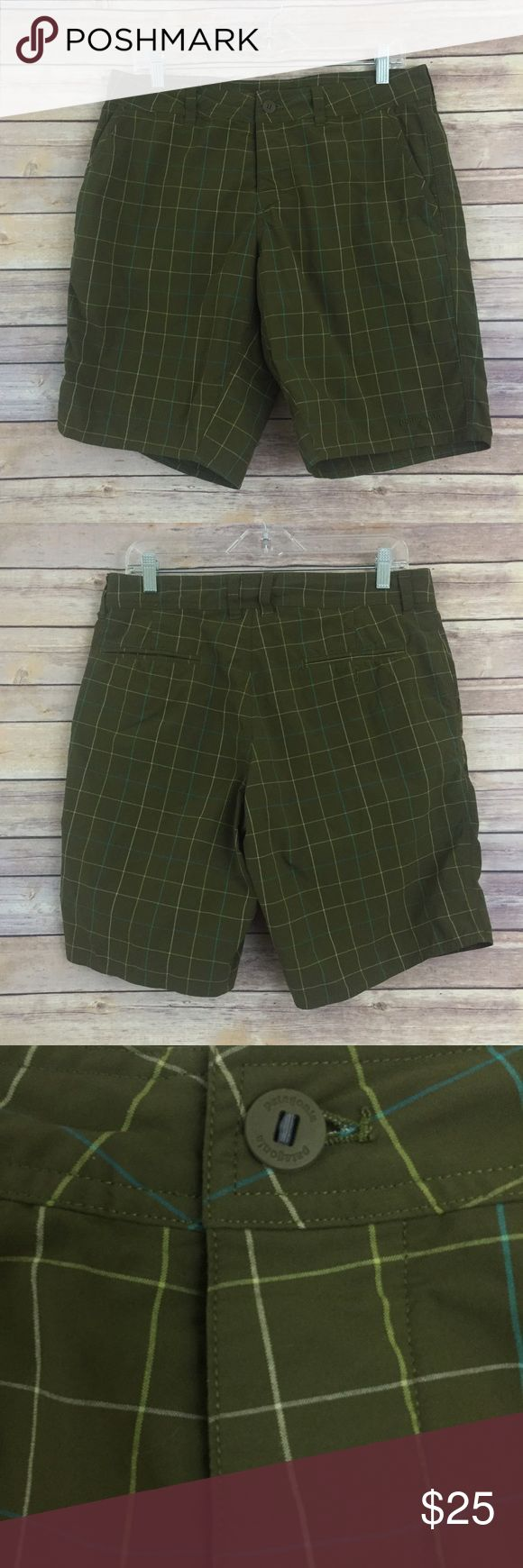 Men's Patagonia outdoor shorts size 33, grn (M12) These men's Patagonia outdoor shorts are a nice green plaid color and are a size 33, in excellent pre owned condition. Patagonia Shorts