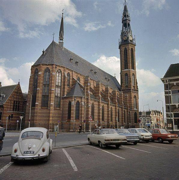 Rademarkt met St.Jozefkerk 1972 - Foto's SERC