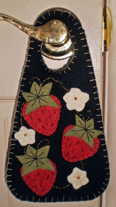 PENNY RUG DOOR HANGER Strawberries INSTANT DOWNLOAD E PATTERN