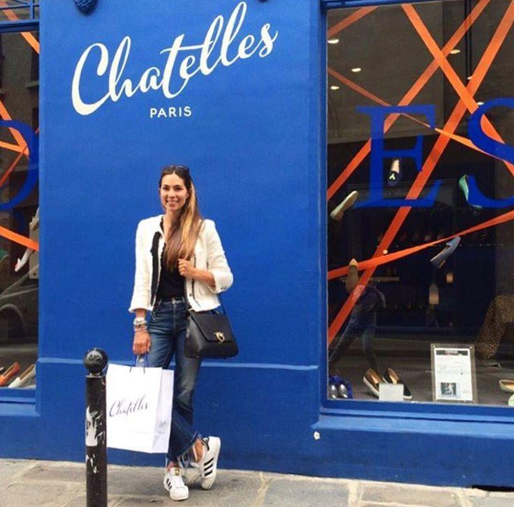 #Editorial @theseventhstyle - I couldn't leave Paris without shoes #chatellesgirls #paris #shoeshopping 👜 #magri_handbags #keepitchic #magri #CreativeInnovation #CraftedinFlorence #ItalianStyle #TimelessElegance #Sophisticated #MadeInItaly #ItalianCraftmanship #ItalianGlamour #LuxuryHandbags #Handbags #mtpisani_etabetapr #etabetaprformagri #etabetadigitalpr SHOP at www.magri.com/shop