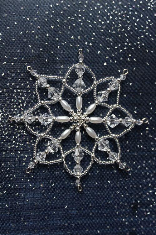 die besten 25 perlen schneeflocke ideen auf pinterest hama perlen weihnachten perlen. Black Bedroom Furniture Sets. Home Design Ideas