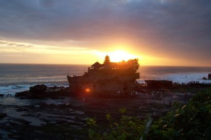 "One of the temples in Bali are often visited by travelers is Pura Luhur Tanah Lot. This temple is located on an ""island"" of coral in the western district of Tabanan, precisely in the Village Beraban. According to legend, the temple has another name Pakendungan temple was built in 16th century by a Hindu missionaries named Nirartha"