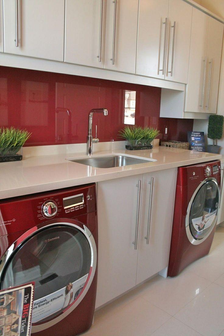 Red backsplash and appliances