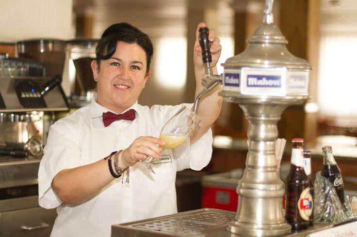 Ella es la mejor tiradora de cañas Carmen! HotelCarlos1 #Hotel #Benidorm #Equipo #Humano #CostaBlanca #Beach